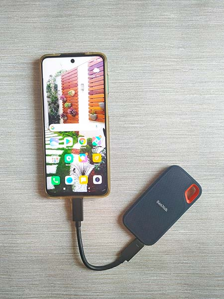 Extreme Portable SSD connected to Android Smartphone