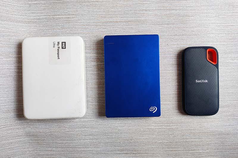 HDD VS SanDisk Extreme SSD-Size Comparison-