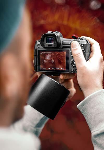 camera with swivel display