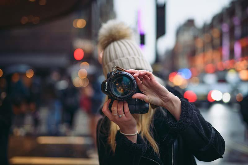 lady photographer doing portrait photography